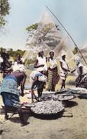 AFRIQUE. SÉRIE L'AFRIQUE EN COULEURS. RETOUR DE LA PÊCHE. - Postcards