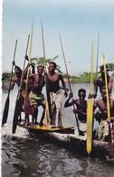 AFRIQUE. SÉRIE L'AFRIQUE EN COULEURS. PIROGUIERS - Cartes Postales