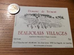 Etiquette Vin «BEAUJOLAIS VILLAGES - Domaine De Trémont - D Et F Bouchacourt - LA CHAPELLE-DE-GUINCHAY (71)» - Beaujolais