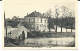 CPA - VIC SOUS THIL - L'ECOLE - COTE D'OR - 21 - France
