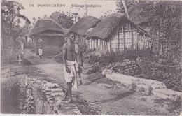 INDE - PONDICHERY  ( Dos Simple Messagerie Maritimes ) - Un Village Indigène - Inde
