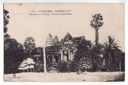 Cambodge   ANGKOR VAT    Alentours Du Temple   Première Plate Forme - Cambodia