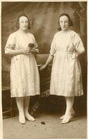 DOS HERMANAS GEMELAS / TWO TWIN SISTERS - POSTAL POST CARD CIRCA 1900 B/N B/W -LILHU - Fotografie