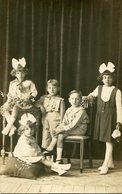 GRUPO DE INFANTES TRES NIÑAS Y DOS NIÑOS / GROUP OF CHILDREN - POSTAL POST CARD CIRCA 1910 B/N B/W -LILHU - Groepen Kinderen En Familie