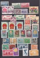 Un Ensemble 38  Timbres  Certains Neufs Et   Oblitérés   Sans Gomme  Avec  Et Sans Charnières  PLUSIEURS LOTS ! - 1949 - ... People's Republic