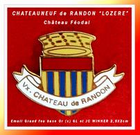 SUPER PIN'S VILLE-CHÂTEAUX : Le CHÂTEAU FEODAL De CHATEAUNEUF De RANDON En LOZERE, émail Grand Feu WINNER  3,5X2cm - Città