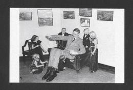 HUMOUR - INSOLITE - LE GÉANT ROBERT WADLOW  1937 LA TROUPE DU CIRQUE RINGLING BROTHERS S'AMUSE À ATTACHER ROBERT WADLOW - Humour