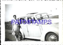 104863 AUTOMOBILE CAR AUTO SEDAN AND FAMILY 9.5 X 6.5 CM PHOTO NO POSTAL POSTCARD - Cartes Postales