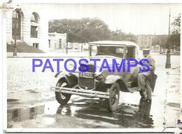 104866 AUTOMOBILE CAR AUTO SEDAN AND MAN 9.5 X 6.5 CM  PHOTO NO POSTAL POSTCARD - Cartes Postales