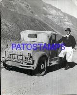 104870 AUTOMOBILE CAR AUTO COUPE AND MAN 10.5 X 8.5 CM  PHOTO NO POSTAL POSTCARD - Cartes Postales