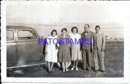 104877 AUTOMOBILE CAR AUTO SEDAN AND WOMAN'S & MAN'S PHOTO NO POSTAL POSTCARD - Cartes Postales