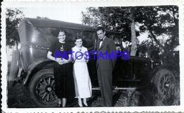 104879 AUTOMOBILE CAR AUTO COUPE WOMAN'S AND MAN PHOTO NO POSTAL POSTCARD - Cartes Postales