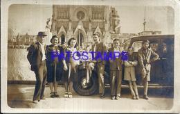 104880 AUTOMOBILE CAR AUTO SEDAN AND FAMILY PHOTO NO POSTAL POSTCARD - Cartes Postales