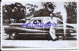 104881 AUTOMOBILE CAR AUTO SEDAN AND MAN'S PHOTO NO POSTAL POSTCARD - Cartes Postales