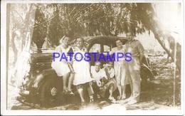 104883 AUTOMOBILE CAR AUTO SEDAN AND FAMILY PHOTO NO POSTAL POSTCARD - Cartes Postales