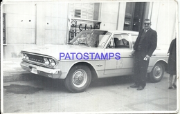 104886 AUTOMOBILE CAR AUTO SEDAN AND MAN PHOTO NO POSTAL POSTCARD - Cartes Postales