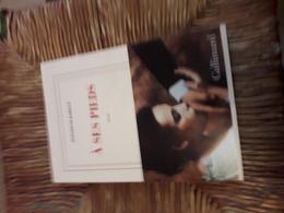 A Ses Pieds  Par Barille Gallimard Belle Dedicace - Livres, BD, Revues