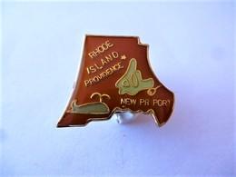 PINS USA RHODE ISLAND PROVENCE  NEW PORT / Poisson Baleine   / 33NAT - Città