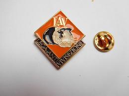 Superbe Pin's , LAV , Lega Antivivisezione , Anti Vivisection , Hamster - Tiere