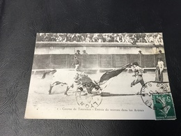 2 - Course De Taureaux - Entrée Du Taureau Dans Les Arenes - 1913 Timbrée - Corrida