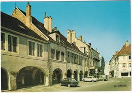 Lons-le-Saunier: PEUGEOT 204, FIAT 1500, CITROËN 2CV AK250 -'BATA'- Arcades, Maison De Rouget De Lisle, Rue Du Commerce - Toerisme