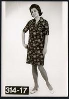 C0424 - Mode DDR - Bretschneider Mühlau Bei Burgstädt Werbekarte Werbung - Pretty Young Women Im Kleid - Moda