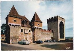 Cahors-enQuercy: SIMCA ARIANE,RENAULT DAUPHINE, CITROËN 2CV, PANHARD PL17 - La Barbacane Et La Tour Des Pendus - Toerisme