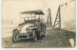 Carte-PhotoMilitaire Près D'un Automobile Militaire - Matériel