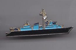 Pin's Navire De Guerre Réf 6561 - Militair & Leger