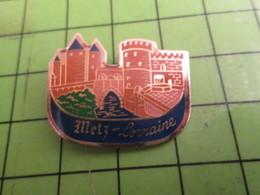 513d Pins Pin's / Rare & De Belle Qualité  THEME : VILLES / METZ LORRAINE CHATEAU - Città