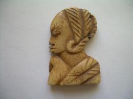 Ancien PENDENTIF En OS De BOVIN.. ART AFRICAIN.. 3 Scans - Pendentifs
