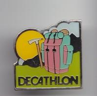 Pin's Decathlon Sac De Randonnée Pic  Réf 4383 - Badges