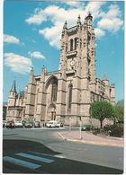 Ambert: CITROËN GS, DYANE 400, 2CV, RENAULT 4, MERCEDES W123, SIMCA-CHRYSLER 2L - Eglise Saint Jean - Toerisme