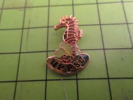 513G Pins Pin's / Rare & De Belle Qualité  THEME : ANIMAUX / UPPSJ HIPPOCAMPE - Animals