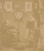 Jeux D'Enfants : Le Photographe, Chambre Photographique, Appareil Daguerréotype ? Photo Stéréoscopique. 2 Scans. - Photos Stéréoscopiques