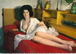 Pin Up - Jeune Femme En Nuisette Sexy N°150-48 -  LYNA Paris - Pin-Ups