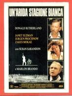 CINEMA-CARTOLINA MANIFESTO FILM- UN'ARIDA STAGIONE BIANCA-DONALD SUTHERLAND-SUSAN SARANDON-MARLON BRANDO- - Manifesti Su Carta