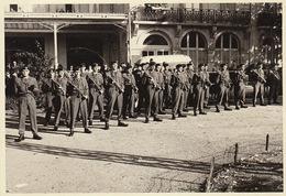 Photo Carte Postale Militaire à Spa Par Decoux Rue Général Bertrand - Guerre, Militaire