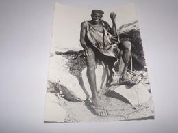 Missions Des Oblats Au Cameroun Et Au Tchad.Chasseur Des Plateaux Kapsiki Avec Son Arc Et Sa Massue. - Missions