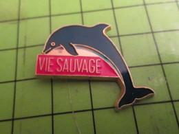 513H Pins Pin's / Rare & De Belle Qualité  THEME : ANIMAUX / REVUE VIE SAUVAGE (pas Jacqueline) DAUPHIN - Animals