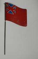 Drapeau ANGLAIS Ondulé En Tole Type Crecelle.de La Liberation 1945 Recto  Verso ; Militaire - Drapeaux