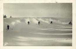 Themes Div-ref Z329- Sports D Hiver -ski -skieurs -/ Etat :leger Pli Bas Gauche De La Carte  - - Winter Sports