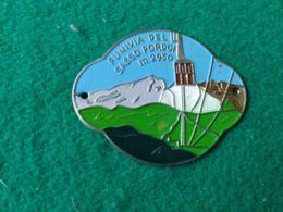 DISTINTIVI DA BASTONE  Funivia Del Sasso Pordoi 2950 M. - Italia