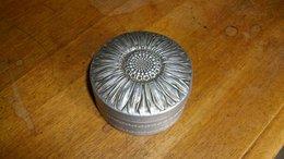 Petit Boite En Aluminium Ronde Décor Tournesol Diamètre 7 Cm - Boîtes/Coffrets