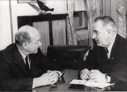 PHOTO ORIGINALE ( 13X18) Premiers Entretiens Du President JOHNSON A La Maison Blanche - Famous People