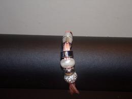 Bracelet Monté Sur Lacets Roses, Perles Et Strass Fermeture Aimantée - Bracelets