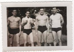 Photo Originale 4 Hommes En Maillot De Bain Torse Nu - Sport