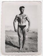 Photo Originale Homme Torse Nu Maillot De Bain Plage Muscles Culturisme Gymnastique - Sport