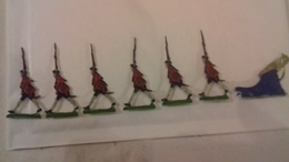 Soldats Plat D'étain Peints. Lot De 6 Figurines Piétons Plus Un Canon  (Ln°9) - Jouets Anciens