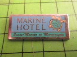 513J Pins Pin's / Rare & De Belle Qualité  THEME : ANIMAUX / TORTUE MARINE HOTEL SAINT-MAWTIN ET MAWTINIQUE - Animali